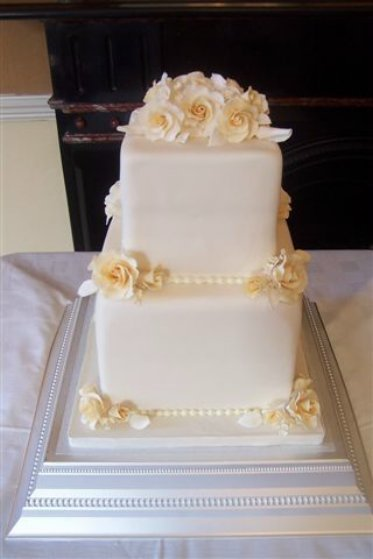 wedding_cake_cubes_of_roses_lg.jpg